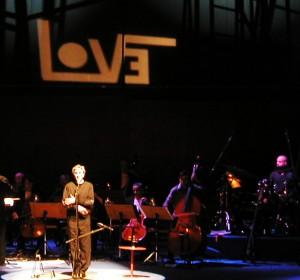 <span>A foreign sound: show de Caetano Veloso</span><i>→</i>
