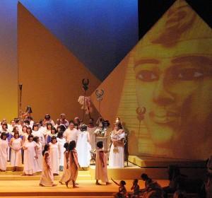 <span>Aida</span><i>→</i>
